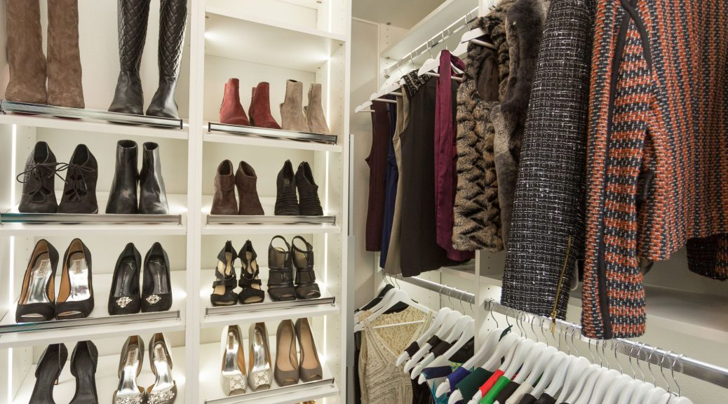 How to utilize closet corners