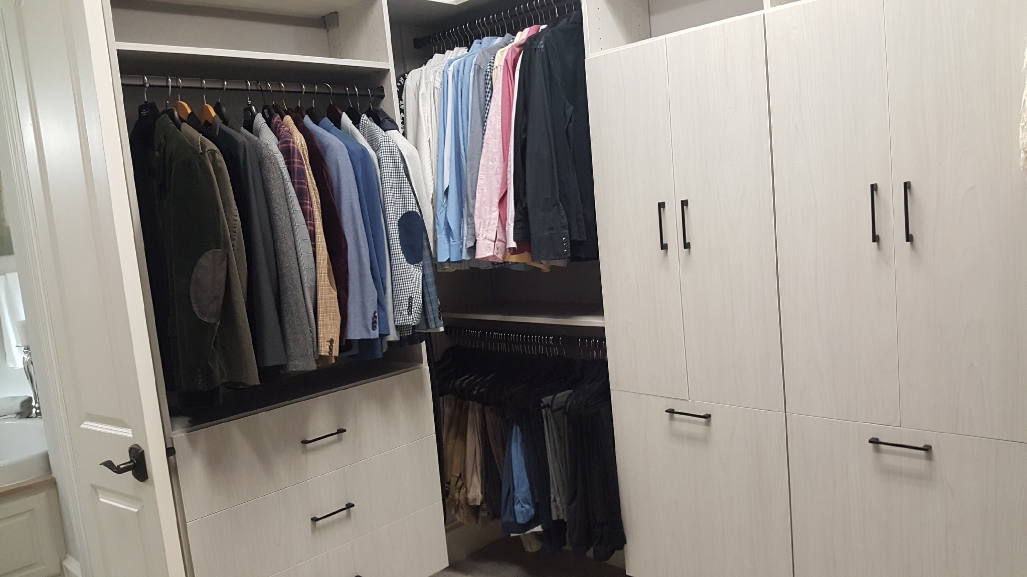 Is your closet bursting at the seams and begging for some reorganization? After you've done the difficult step of purging unwanted clothes, you may be wondering how to organize things as you put them away. It's time to think about closet organization by color vs item.