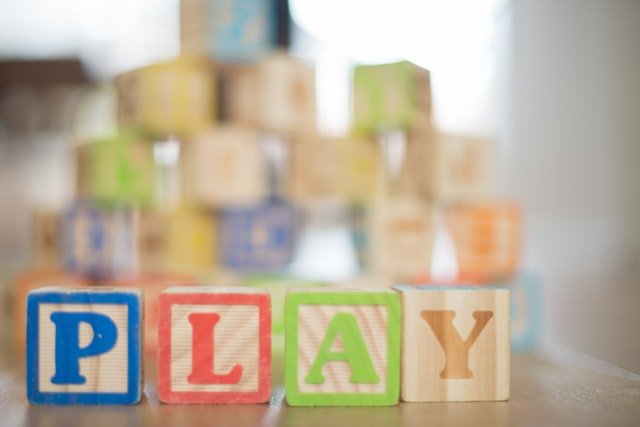 It's summer time which means school is out and the kids are home...all...the...time. When children spend more time around the house the toys can get a bit out of control. Here are our favorite ways to organize toy clutter. #getorganized #toyclutter